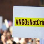 Guvernul combate terorismul plimbând hârtii cu sute de mii de CNP-uri între ONG-uri și ministere