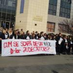 Amenda pentru protestul de la Tribunalul București, anulată de instanță